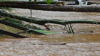India: inundaciones y lluvias arrasan casa; se registran muertos