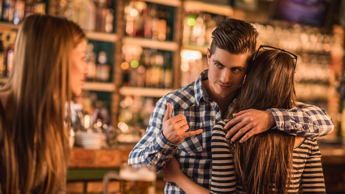 TikTok: captan video de pareja infiel en un bar