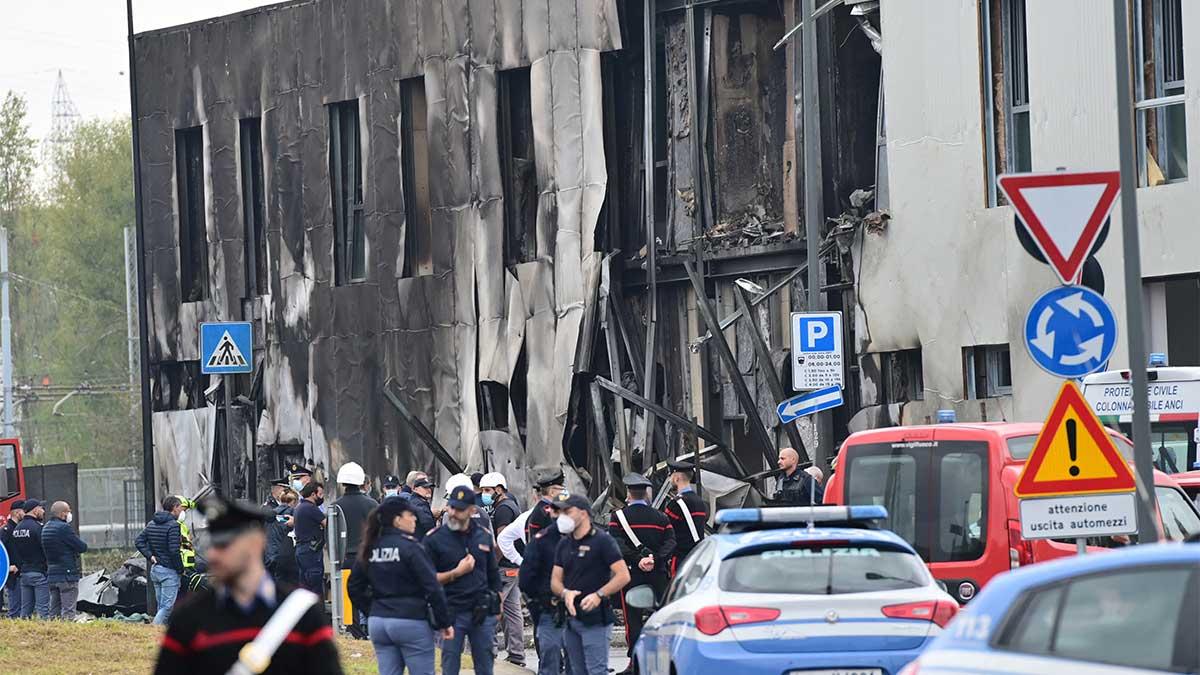 Un avión turístico se estrelló este domingo contra un inmueble vacío y dejó ocho pasajeros muertos. Foto: AFP