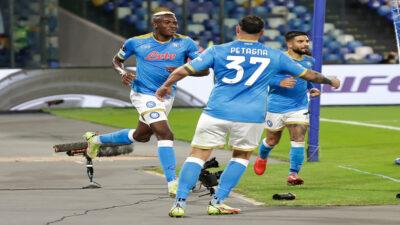 Napoli consigue un triunfo que lo mantiene con vida en la Europa League
