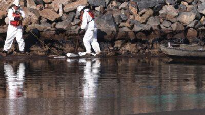 Estados Unidos: autoridades de California tratan de contener derrame de petróleo
