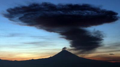 Ceniza del volcán Popocatépetl cae en alcaldías de CDMX