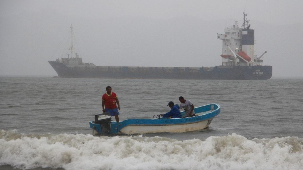 Huracán Pamela: cierran puertos en estados del Pacífico de México