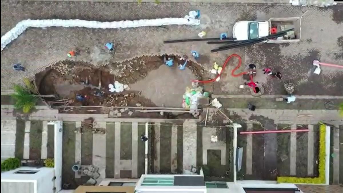 Querétaro: Por socavón, desalojan casas de Bosques de San Juan