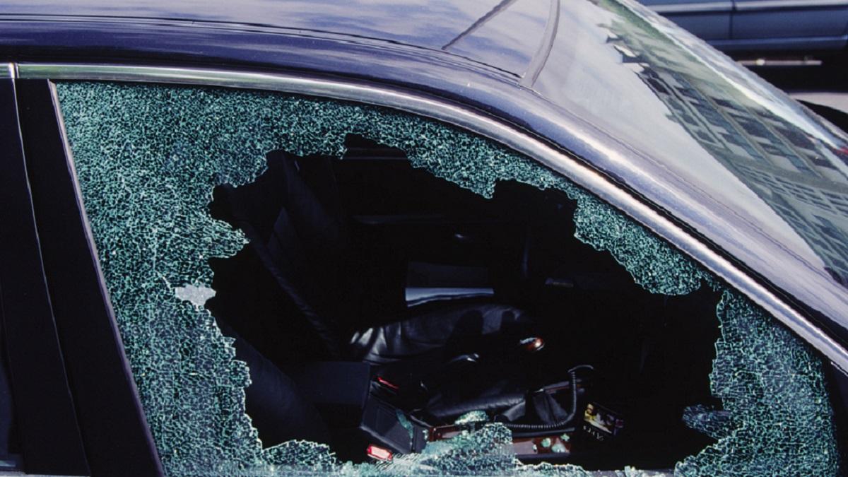 CDMX: captan a sujeto abre auto y roba en Parque Delta